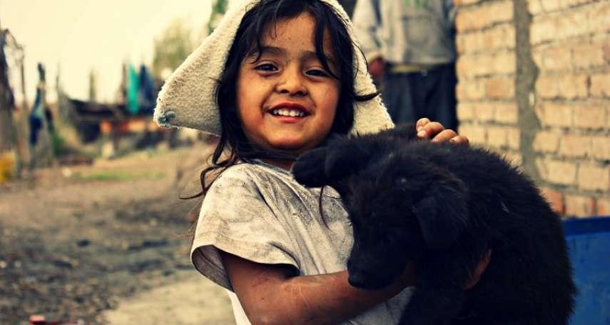 是戰機還是轟炸機?敘利亞3歲女兒猜中「是空襲」後笑開懷,原來父親設計這遊戲是為了這原因
