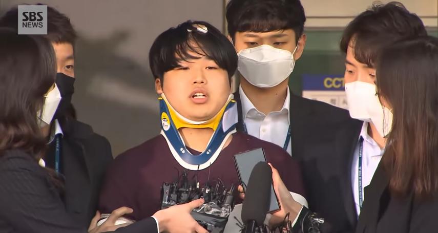 南韓「n號房」主嫌撞牆自殘!25歲「博士」包紗布露面:感謝阻止我惡魔般的生活