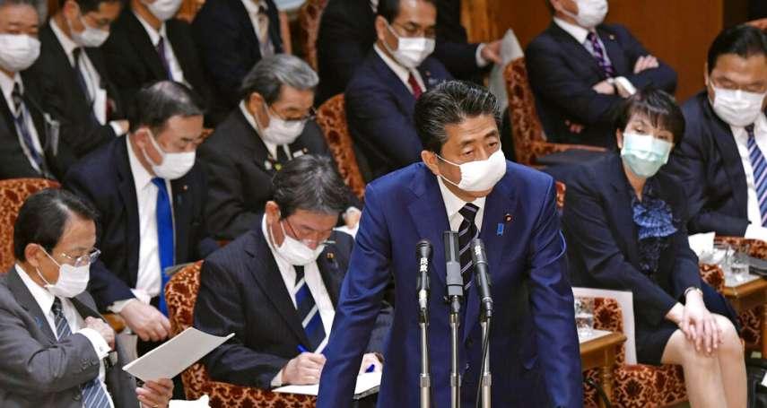美日防疫出奇招!安倍宣布每戶寄送兩個「布口罩」,川普建議「用圍巾代替就好」