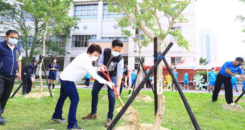 和平國小百年校慶 盧秀燕帶頭植樹綠化校園