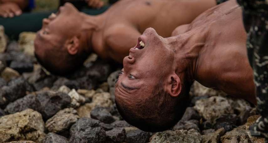 尖石劃破全身 教官卻在傷口撒鹽 12新科蛙人靠意志挺過「天堂路」