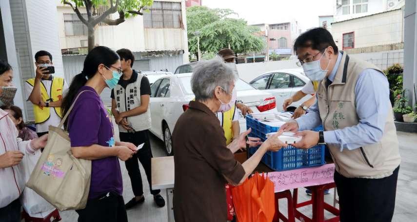 黃偉哲守護台南風雨無阻 應援大光寺一日一素慈善活動