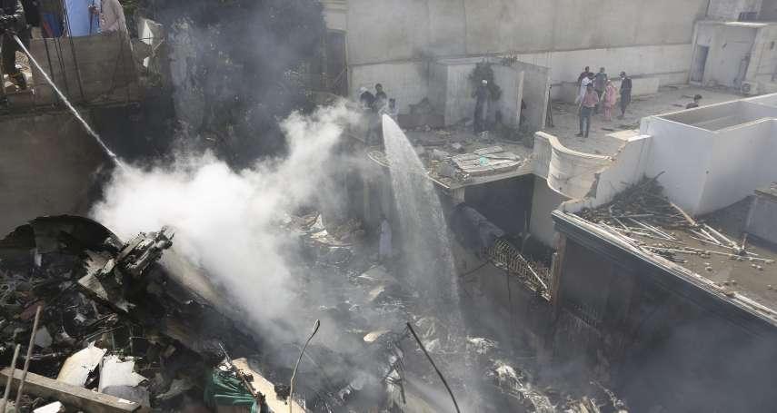 航線才剛重啟,巴基斯坦驚傳墜機!多棟民宅遭撞毀、至少92死