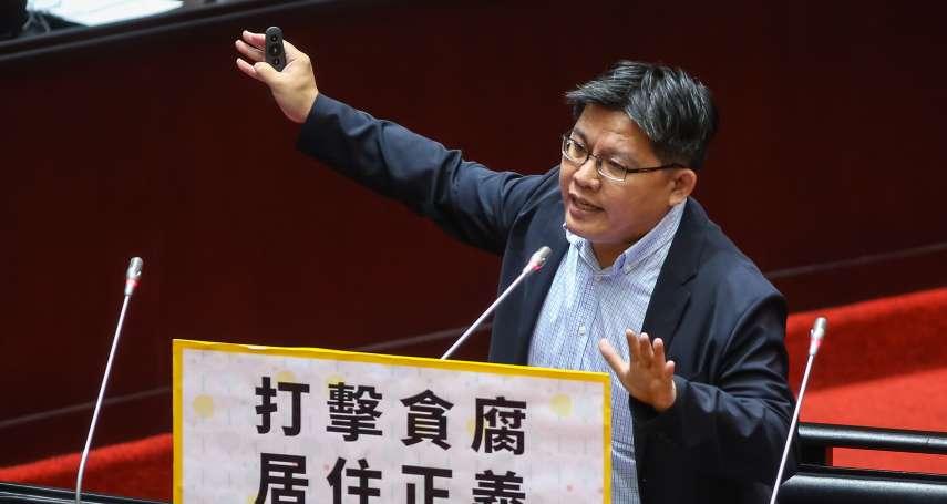 徐國勇稱外洩個資來自畢業紀念冊 邱顯智酸:好奇部長是念什麼學校