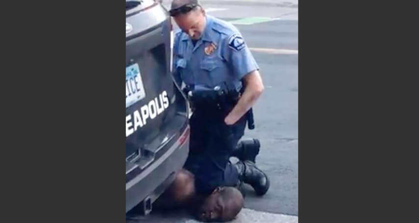 李忠謙專欄》白人警察單膝跪頸近九分鐘,「我不能呼吸了」變示威口號:佛洛伊德之死引爆全美反警暴怒潮