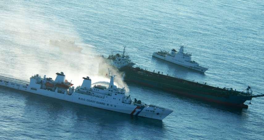 又來了!海巡海空聯手 「台灣灘」違法作業中國抽砂船遭押回興達港調查
