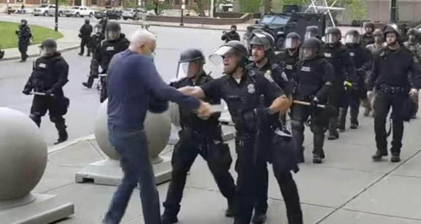 美國警暴》7旬罹癌老翁遭重推在地、頭破血流 警員不滿停職處分,揚言集體離職抗議