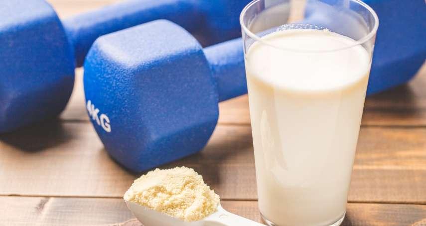 健身吃高蛋白,為何臉上、後背狂冒痘?皮膚科醫師揭乳清蛋白的「爆痘」真相