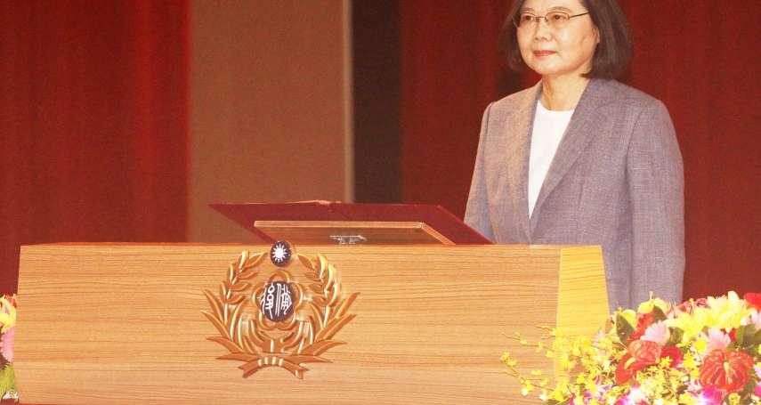 感謝口罩國家隊!蔡英文親表揚幕後英雄 頒發「國防部防疫英雄紀念獎章」