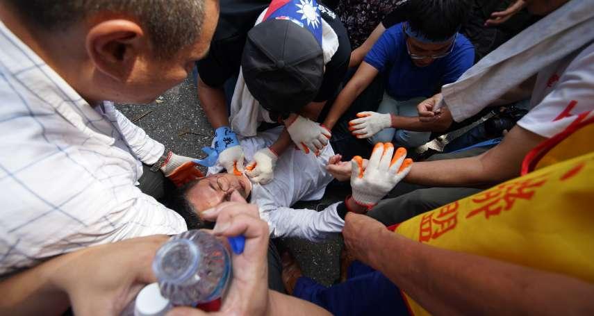 國民黨支持者包圍立院、企圖攀越拒馬,陳清茂太激動一度暈倒