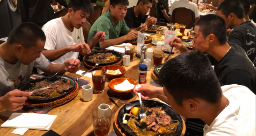 辜仲諒請球員吃牛排「太寒酸」?台東人爆氣揭關鍵:在地人才懂