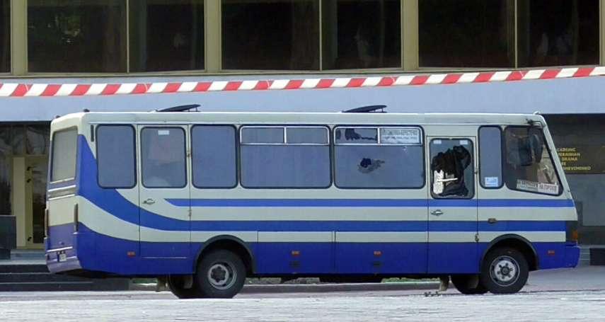 烏克蘭男子武裝劫持公車、綁架13名人質,只為要求總統推薦這部神片……