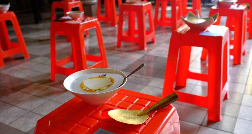 路邊隨處可見的紅色塑膠椅,竟然紅到日本去!他用創新行銷妙招,狂吸大阪人眼球