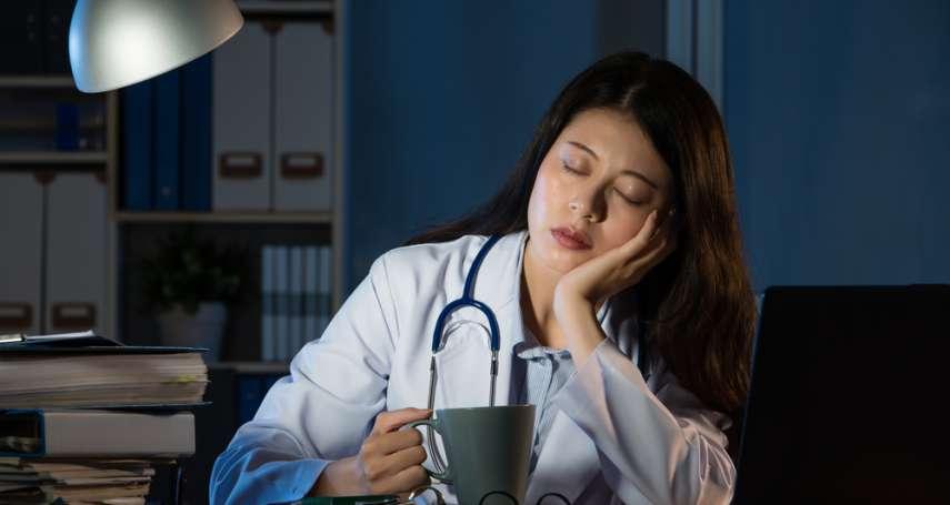 大夜班工作睡眠不足,總是想睡覺怎麼辦?醫師曝有效提神3方法
