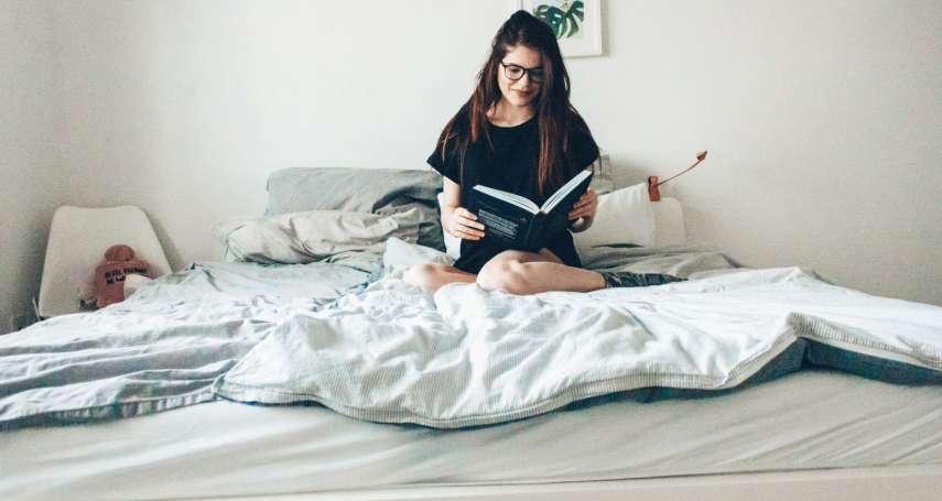 「睡前看書」的人特別迷人!更有同情心、情緒管理較好、不易失眠…看完7大好處,讓你徹底愛上閱讀