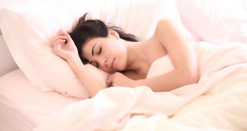 失眠不必靠吞安眠藥!中醫師彭溫雅傳授助眠妙方:按7大穴位、安神運動都有效