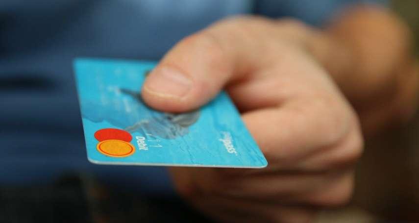 信用卡叫外送、網購,刷哪張最划算?盤點5張優惠最多神卡,綁行動支付最高可賺10%回饋