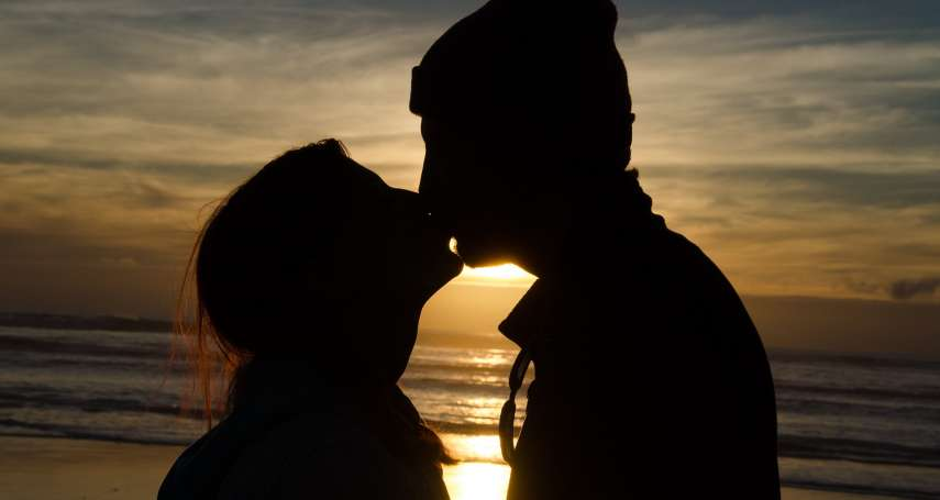 加拿大防疫性行為指南!首席公衛官譚詠詩:愛愛戴口罩,上床不接吻