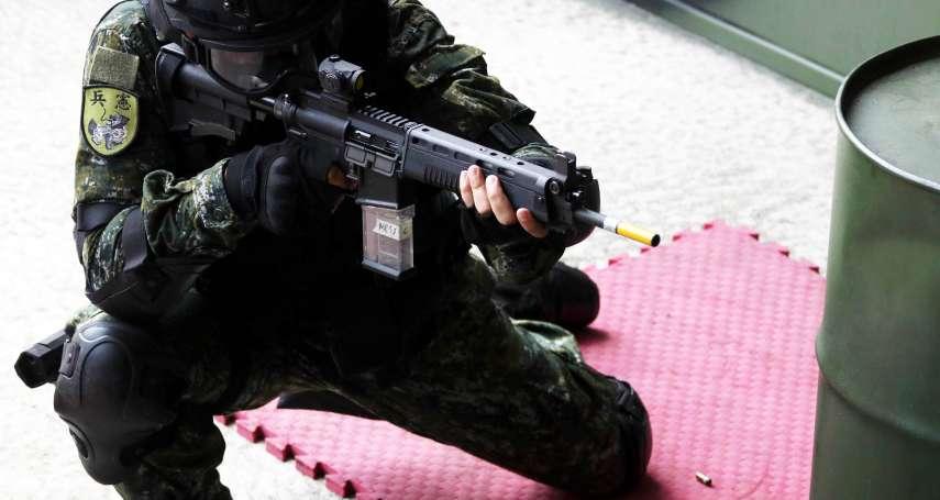 憲兵裝備大解密》光學反成禁錮?紅點瞄具難成應勤裝備 衛哨恐得繼續「鐵瞄」