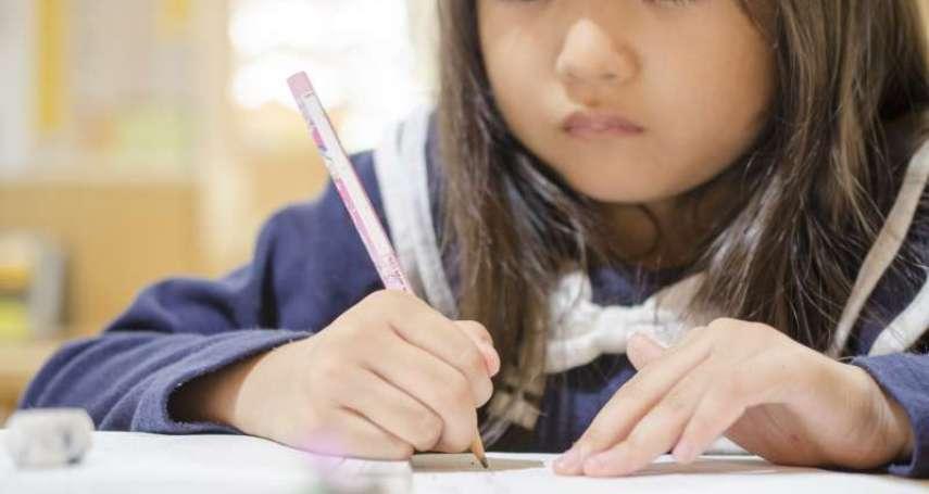 小孩考試容易緊張,該怎麼辦?心理師:關鍵在父母的教育方式,不改孩子只會表現越差
