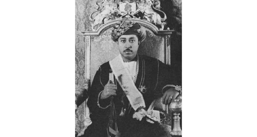 解密》流亡的末代蘇丹幽居英國 「尚吉巴」亡國之君與皇后合唱團主唱竟有這層關係