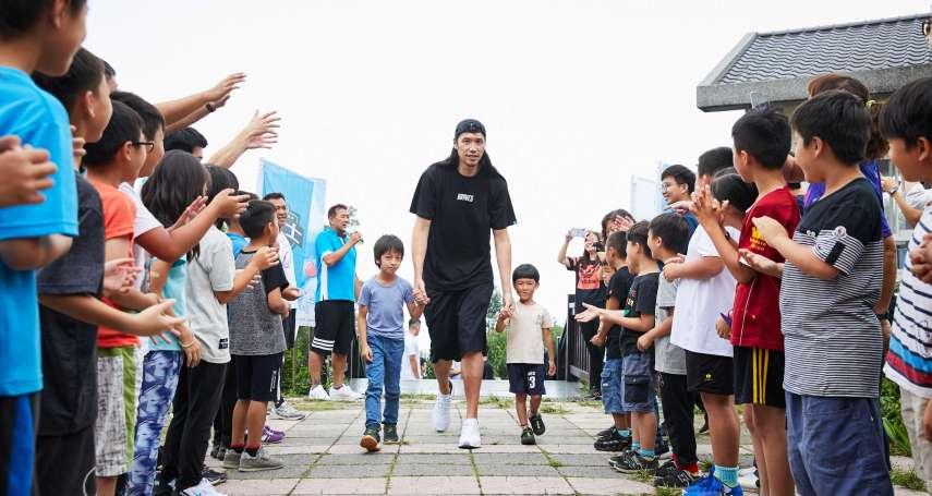 台北富邦勇士隊全體球員到偏鄉,點燃孩子的籃球魂