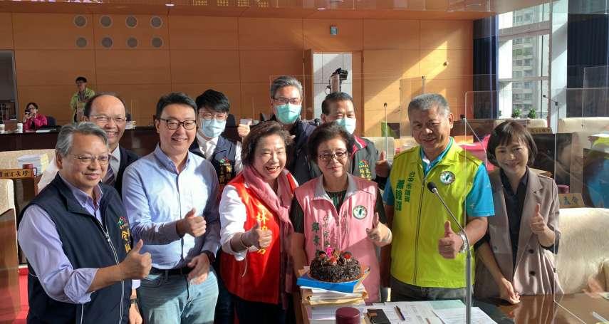 中市民代生日在議會質詢 議員為她慶生