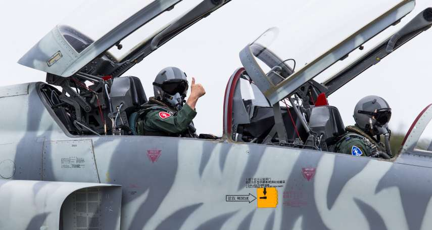 F-5型機失事特檢後首飛 空軍司令親同乘飛行盼提振第一線空地勤士氣