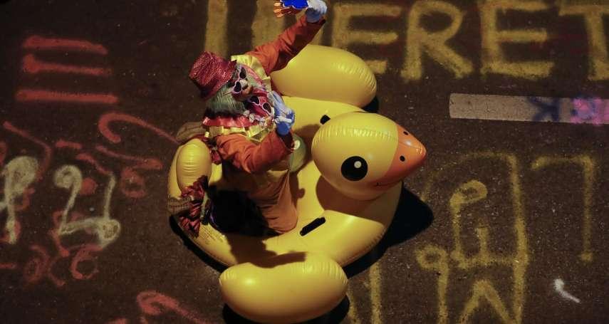 解密》「黃色小鴨」成泰國反政府抗爭吉祥物 示威群眾幽默抵抗警方水砲攻擊