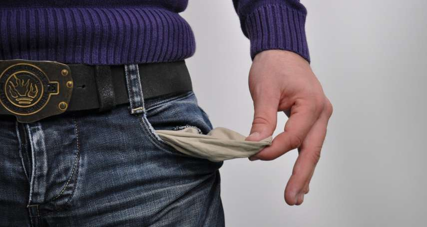 明明年薪百萬,為何最後淪為「負翁」?這8種愚蠢理財行為不改掉,難怪越賺越窮