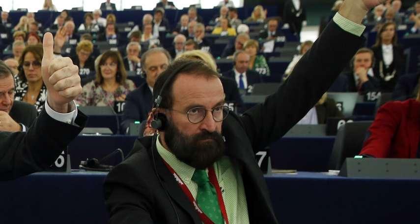 違反新冠防疫規定,與25名裸男派對狂歡!匈牙利反同執政黨大老,狼狽跳窗逃逸