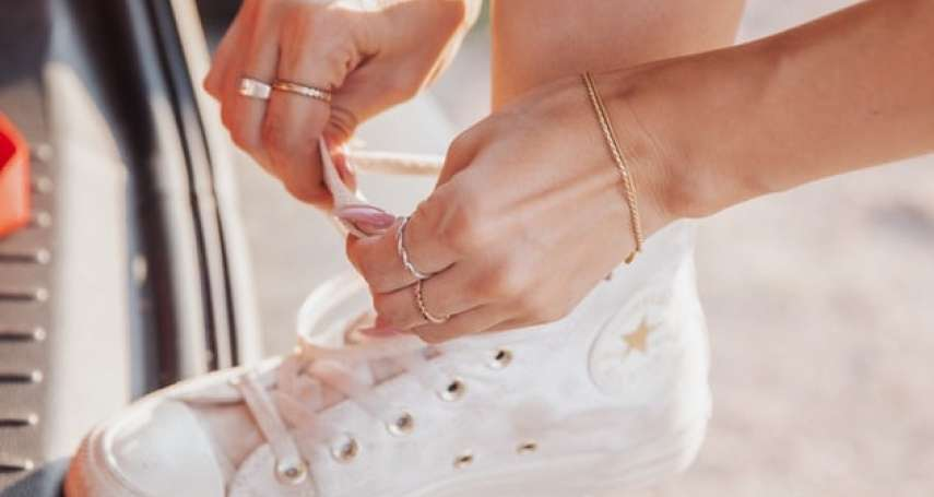 球鞋不貼合、鞋帶總是綁了又掉?多數人不知道的3種隱藏版綁法,簡單快速又舒服
