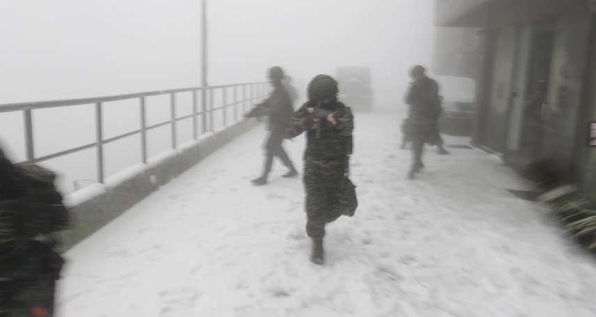 冷到爆!下雪仍要「跑營安」 海軍高山雷達站雪地戰備照罕見曝光