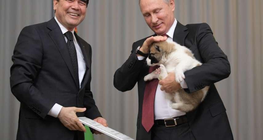 獨裁者與他的狗狗》寫歌、立雕像還不夠!土庫曼總統愛狗成痴 為牧羊犬創設「國慶日」