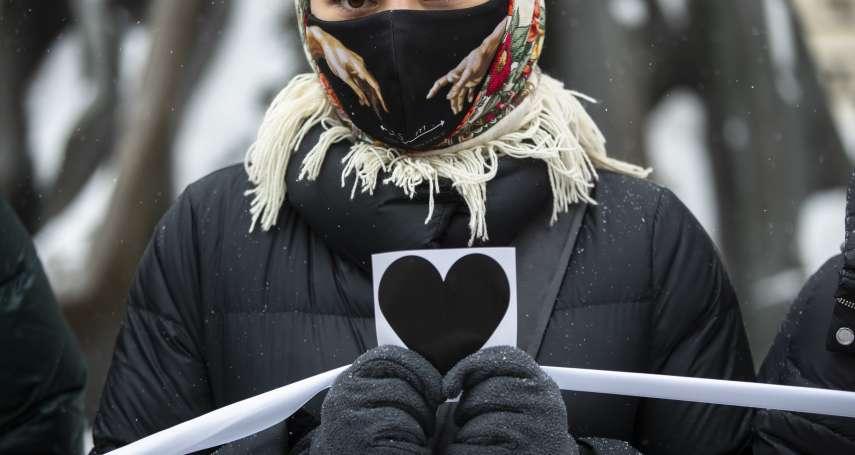 用愛抗爭!俄羅斯的她們這樣過情人節:帶玫瑰花上街頭 為「普京頭號政敵」夫婦點燈