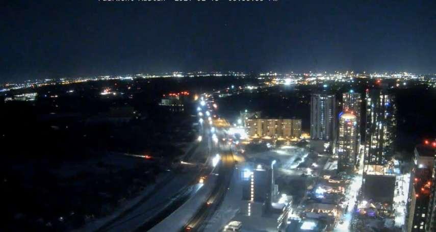 德州百萬戶大停電》市中心萬家燈火,窮困社區一片漆黑寒冷 「能源不平等」引關注