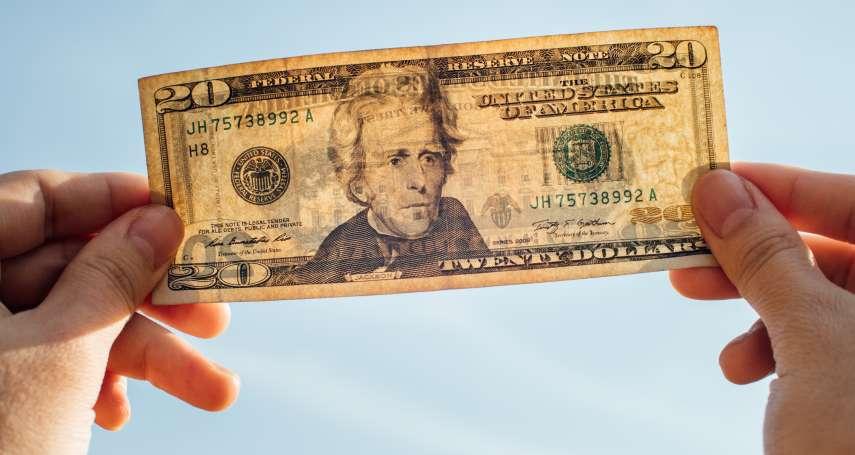 美元太便宜,怎麼換最聰明?內行人大推:多換起來買保單,利差、匯差兩頭賺