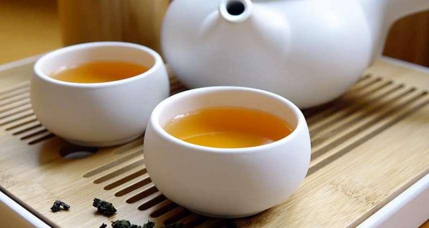 高溫泡茶每年最高產生4.6噸塑膠微粒!醫師曝3種塑膠料影響人體的方式,最嚴重還可能罹癌