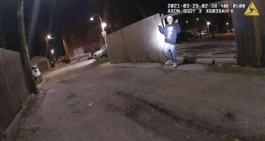 影片曝光!芝加哥警察擊殺13歲男孩 「聽從指令舉起雙手,卻被朝胸口開槍」