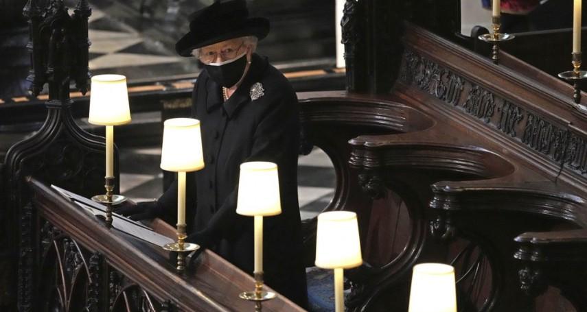 英國王夫葬禮》至死不渝……女王一襲黑衣獨坐,與丈夫菲利普做最後道別