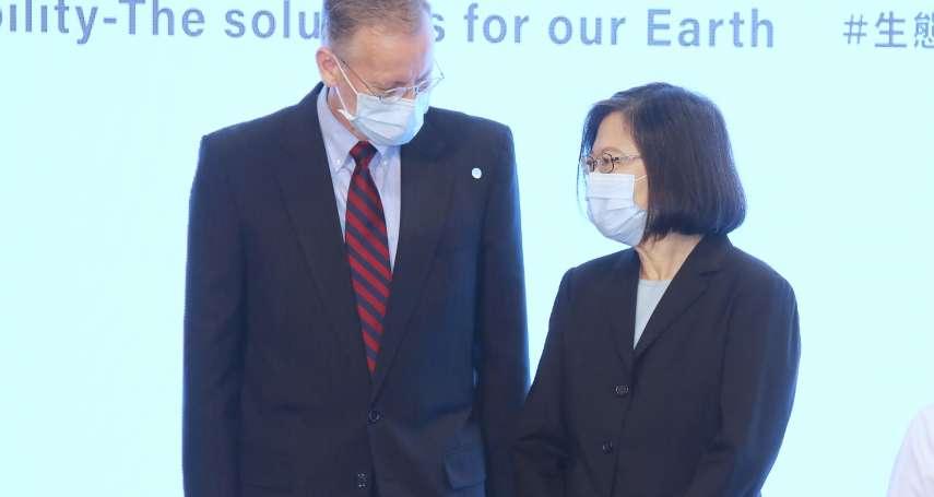 酈英傑卸任前促美援台250萬劑疫苗 蔡英文親頒大綬景星勳章