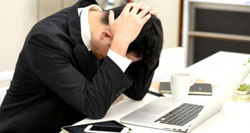 全台三級警戒延長,他哭訴全公司員工被資遣!過來人急提醒,疫情下失業別忘做1件事