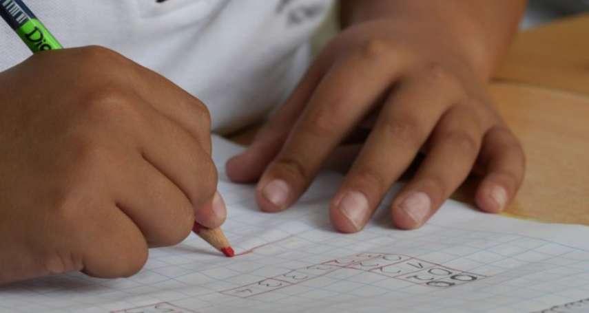 14個月大學會26個英文字母、2歲背下整個太陽系!女神童IQ高達142,只比愛因斯坦低一點