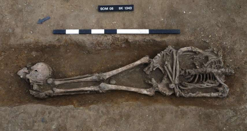 英國劍橋出土大批「跪姿被斬首遺骸」:死者生前未抵抗,當地可能是古羅馬刑場