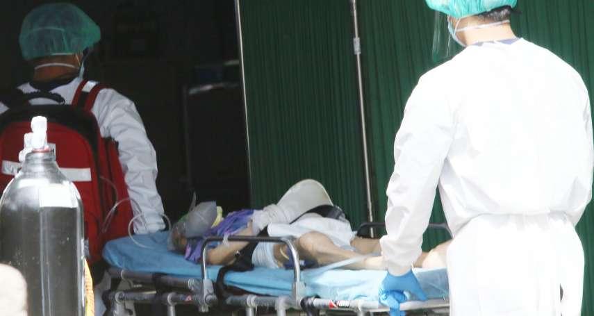 新冠肺炎》插管確診者麻藥失效「用力掙脫」!醫護無懼嘔吐物四濺急搶救,全場只有一位沒中鏢