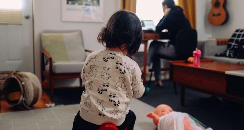 孩子停課,媽媽最憂鬱!英國最新研究:母親精神健康嚴重受損,父親幾乎不受影響