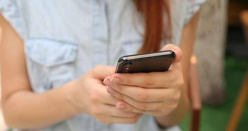 新冠肺炎》別拿酒精噴手機!三大手機大廠分享正確消毒方式