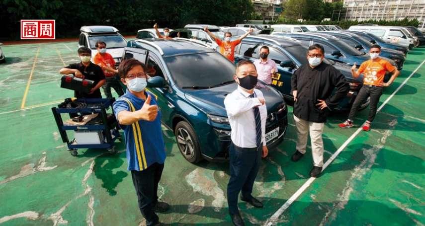 憋尿、挨餓、穿防護衣爆汗也堅守崗位! 微光專案集結防疫車隊司機,送超過2300位確診者回家