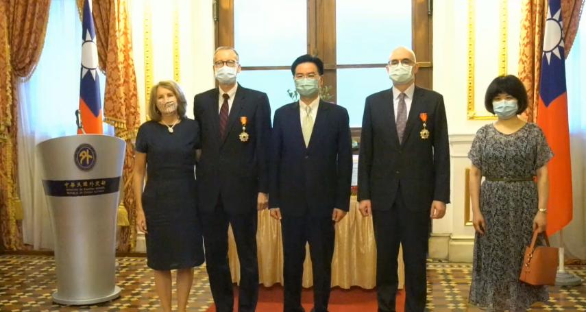 「我們熱愛台灣人民」 AIT正副處長與台灣很有緣 酈英傑、谷立言獲頒睦誼外交獎章