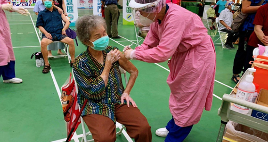 莫德納、BNT副作用比較小?前台大醫破除台灣長輩5大迷思:接種AZ疫苗才是最好選擇